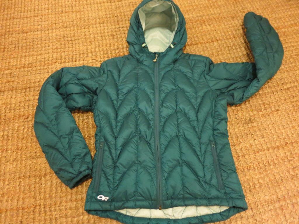 "Outdoor Research Aria Hoody- מעיל במילוי פוך, כולל כובע מבודד. עלות השכרה: 130 ש""ח לשבועיים"