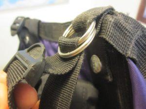 תיקון זמני לאבזם פלסטיק של התרמיל שנשבר בטיול