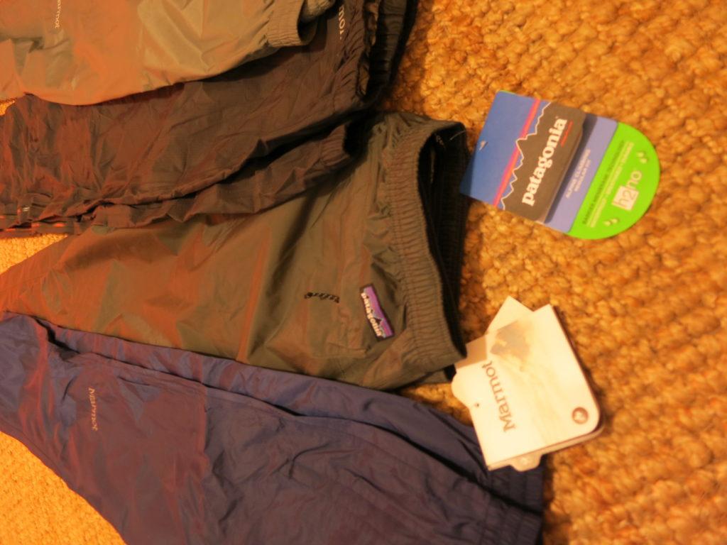 מבחר מכנסי גשם נושמים לשימוש בטרקים ובטיולי שלג