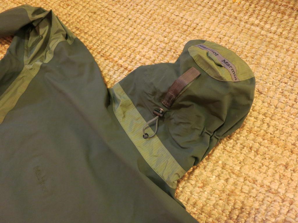 לרוב המעילים שלנו קפוצ'ונים ניתנים להתאמה וללבישה על קסדה!